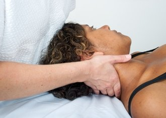 ost-treating-neck-of-female-patient